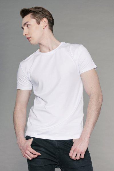 Белые футболки